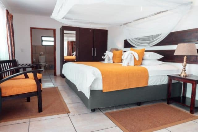 Rooms At Tshukudu Game Lodge
